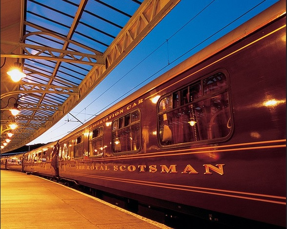 The Roayl Scotsman en gare